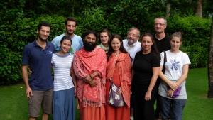 con-gli-amici-stranieri-a-Rishikesh